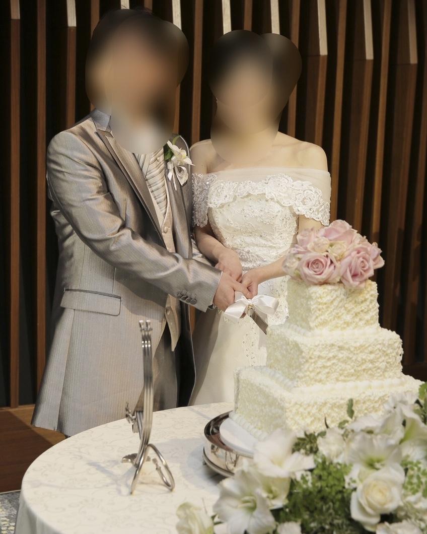 結婚式の幸せなカップル