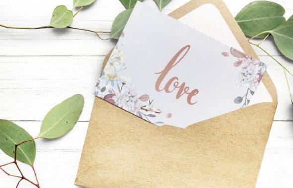 loveというメッセージが入った手紙