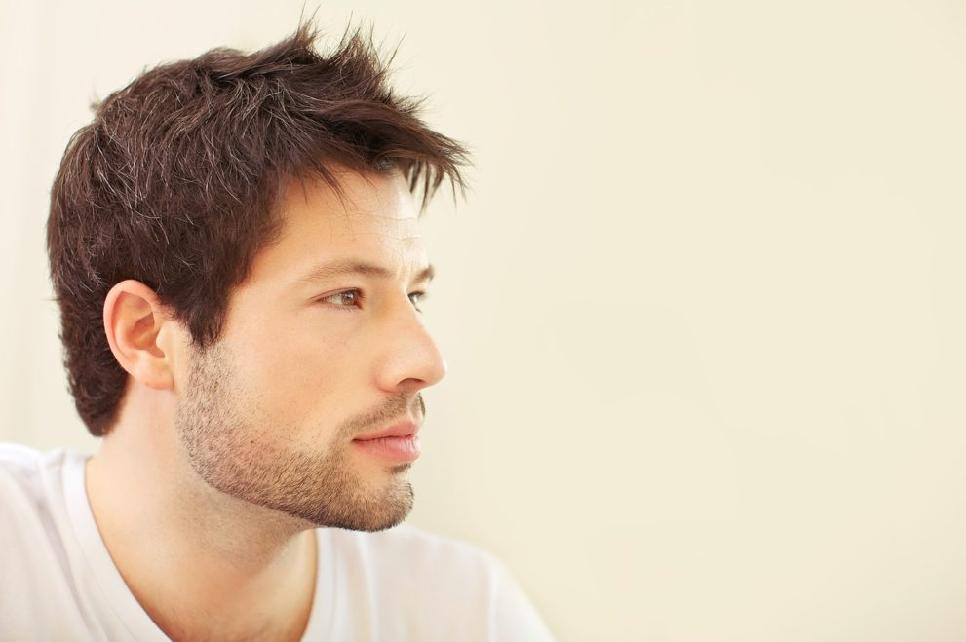 男性の横顔