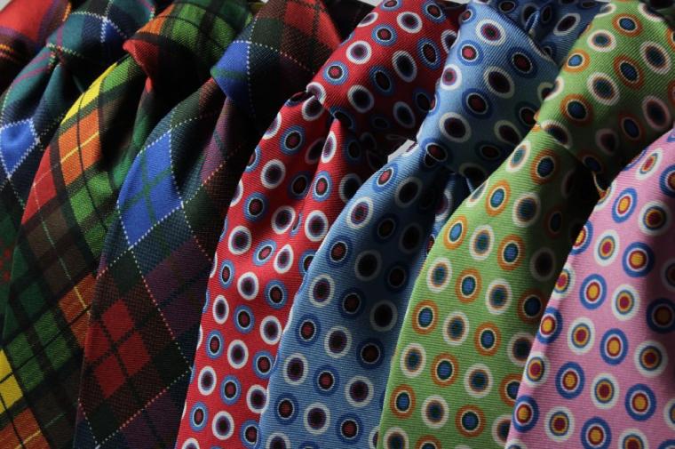 色とりどりのネクタイ