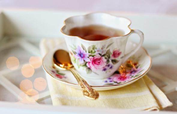 紅茶の入ったティーカップ