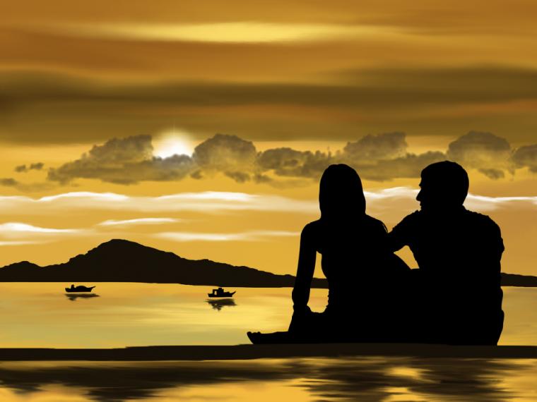 浜辺で佇むカップル