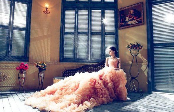 ピンクのドレスの新婦